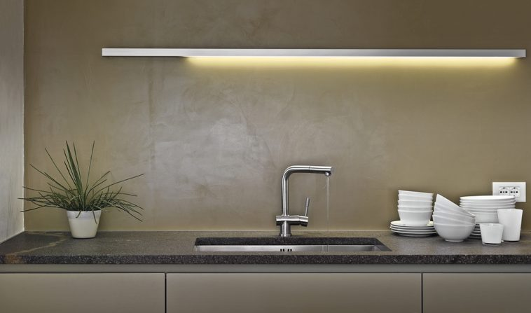 How to Adjust The Temperature on a Touchless Kitchen Faucet