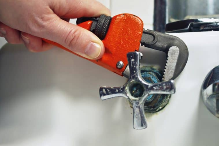 How to Loosen a Stuck Faucet Stem